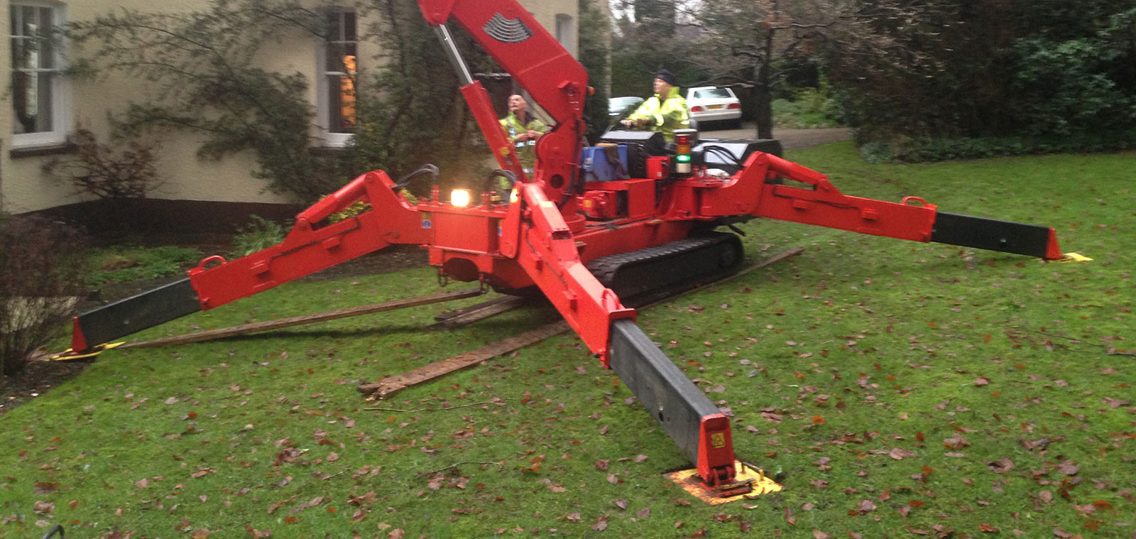 Best Tree Surgeons in Surrey using Mobile CRane